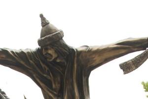 Monumentum statuere necesse est