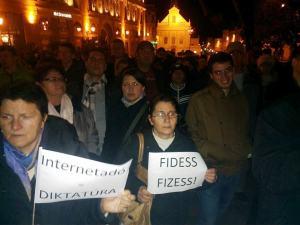 Tiltakozás az internetadó ellen Pécsről