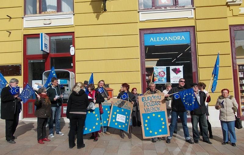 Vittünk magunkkal Európa zászlót...