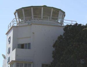 Entebbe - Kontrollturm mit Einschusslöchern
