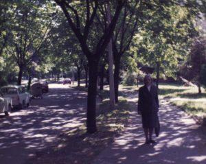Uránváros, az árnyas Pollack Mihály utca 1994 nyarán
